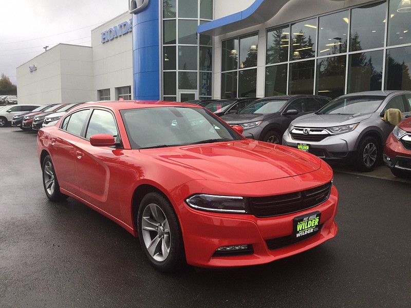 Pre-Owned 2017 Dodge Charger 4d Sedan SXT